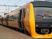 自动清理铁轨落叶的荷兰列车